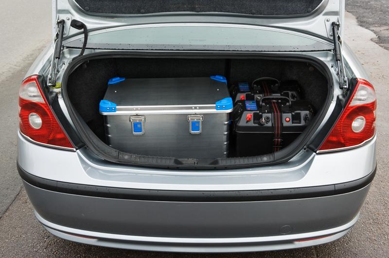 радар АРЕНА в багажнике патрульного автомобиля